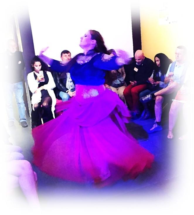 carine au sein d'happysphere danse orientale